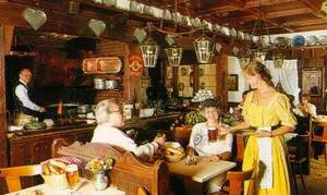 Nuremberg :: Bratwurst Glöcklein